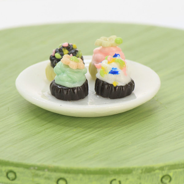 Cupcakes and plate