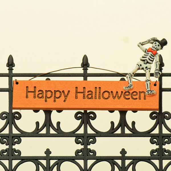 Happy Halloween Hanging Sign/Skeleton
