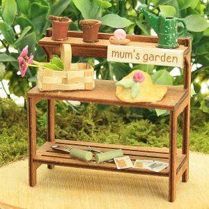 potting bench/flower/mums garden