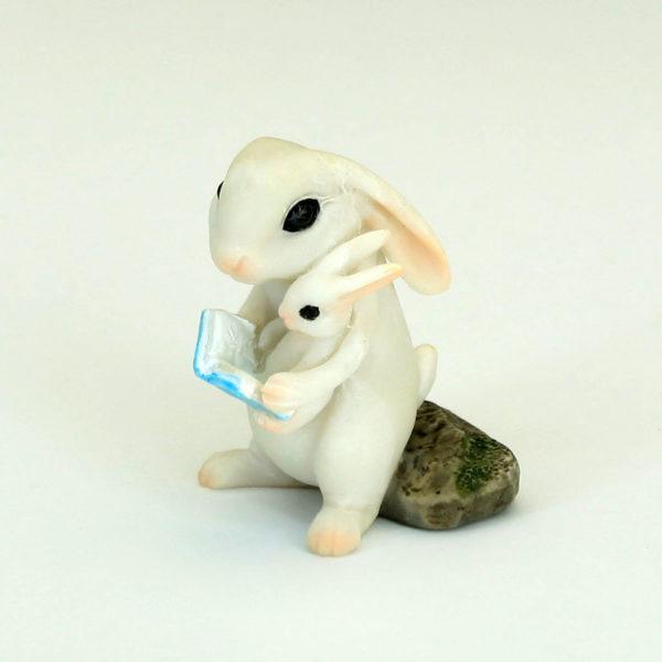 mummy and baby bunny reading